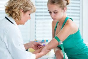 Luând teste de sânge