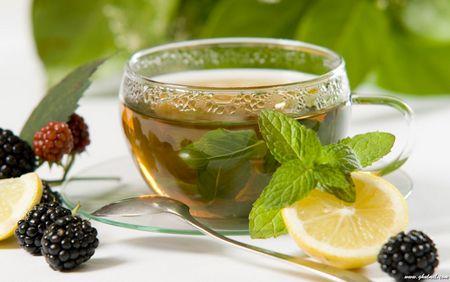 Čaj s medem je vhodný pro oči, léčí nachlazení a lupénku