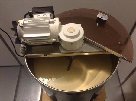 Uređaj za pojavu pene meda