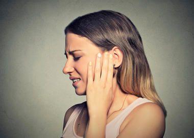 příznaky a léčba cholesteatomem