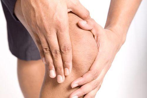 Prečo chrumkavý kolená a čo robiť s nimi?