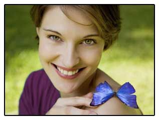 Photo Dívka s motýlem, symbolizující vlivu odstranění štítné žlázy