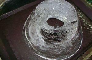 Voda z tajícího ledu je jednoduché na přípravu - je třeba jej zmrazit dobře!