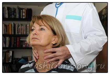 Foto: Dr. palpates štítnou žlázu