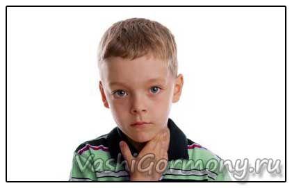 Foto: Chlapec s zápalu štítnej žľazy